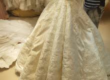 فستان زفاف ملكي بسعر مغري جدا