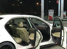 مرسيدس E350 مــوديــل 2013 أبيض داخل بيج وكاله شاشه كامره خلف ستاره خلف خارطه نف
