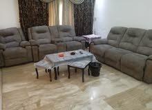 شقة فخمة جدا للايجار السنوي في دير غبار, مفروشة بالكامل, مساحة الشقة180 متر مربع، الطابق الثالث.