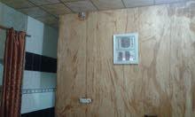 مكتب الضيف للعقارات:بيت نظيف يتكون من غرفتين مع هول وسطح معزول