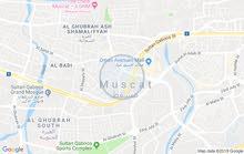 للبيع ارض في سلطنه عمان سياحيه( من المالك) مع بيت البركه بيت صاحب الجلاله  مقابل البحر