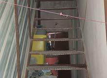درج حديد نظيف يحتاج بس صبغ البايات بيلت محزز ارتفاعه ما يقارب 4 متر ونص