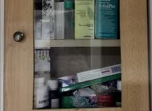 خزانة ومحافظة دواء للبيع