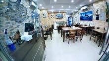 مطعم في البرشاء للبيع بسهر رمزي مع مطبخ كبير جداً و7 طاولات