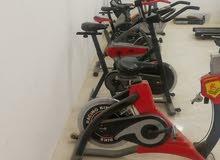 صالة رياضية بها اكثر من ستين جهاز للبيع و يمكن نقلها لأي ولاية