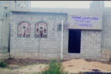 بيت بلاطه وكرسي حجر وميده في(2)لبن وربع (حر) علي مدخل(4)م