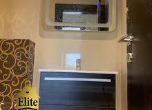 شقة طابق اول للبيع في الاردن - عمان - الدوار الرابع بمساحة 215م