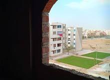 شقة 185م بعمارة جديدة بها اسانسير وانتركم بجوار مستشفى الشروق والباتيو