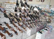 أحذية نسائية تصفية السعر خمسة دينار 130طرف تقريبا شباشب ارضية وحذاء كعب البضاعة
