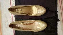 حذاء ذهبي