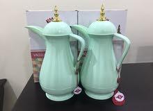 دلال قهوة و شاي مع الفناجيل و الصينية