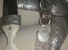 خنجر ناب فيل قديم وقطاعه قديمه مع نصله حاده وحزام قديم