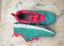 حذاء رياضي مقاس 38