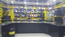 محل اكترونيات في سمامول للبيع مع البضاعة بسعر التكلفة