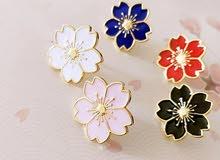 Flower brooch. بروش الورود