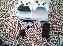 Xbox one 1 tera + 2 manette + clavier + casque