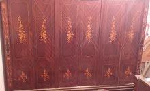 غرفة نوم كاملة سريروالواح ودولاب كبير وسراحه وشيفونيرة واتنين كوميدينو