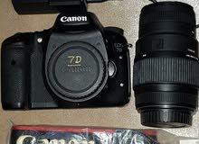 كاميرا كانون 7d الاحترافية مع عدسة 300-70 وملحقاتها