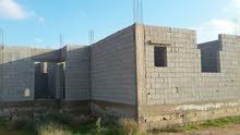 قطعة أرض في منطقة الفعكات شارع المطبات مساحتها 250م يوجد بها منزل 180م