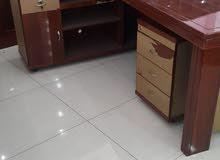 مكتب مع سكرتاريا