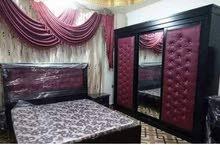 غرفة نوم مع فرشة تخت ومع شاشه هديه