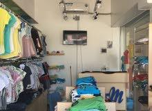 محل ملابس اطفال للبيع بجميع محتوياته