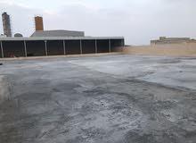 مخزن كبير مع سكنات، Large warehouse with accommodation and parking for trucks