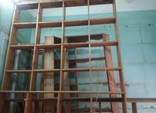 للبيع ارفف محل خشب بحالة ممتازة + باترينه + بنك خشب