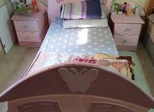 غرفة نوم اطفال سريرين و دولاب و مكتب