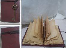 كتاب مذكرات أو يوميات مع ورق بالشكل القديم جداً