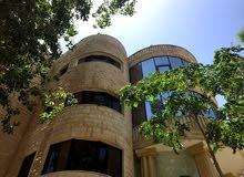 فيلا مميزة شبه قصر للبيع في منطقة الجبيهة (مساحة الارض 1560م - مساحة البناء 1100م)
