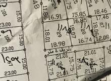 ارض للبيع في المستنده الغربيه واصل كهرباء وقريبه ع شارع ويوجد عندها بيوت