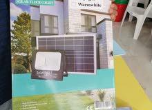 كشاف يعمل بالطاقة الشمسية ويوجد به جهاز لتشغيل عن بعد وعلى حسب الوقت المناسب لدي