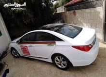 White Hyundai Elantra 2013 for rent