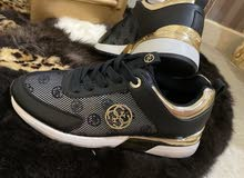 حذاء جديد ماركة Guess