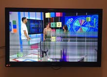 LG tv with crack on screen. cheap 35 O.R