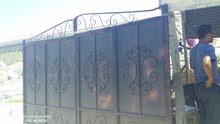 باب حديد 4ميتر يحتوي علي باب جانبي