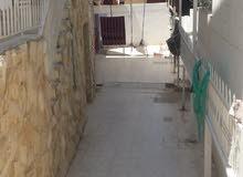 عمارة للبيع العاجل بالقرب من المركز الاسلامي .حي رمزي
