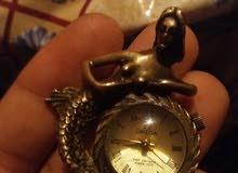 لدية ساعات قديمة أريد بيعها