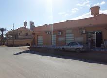 منزل ومحلات للبيع مقابل مدرسة البرق الخاطف