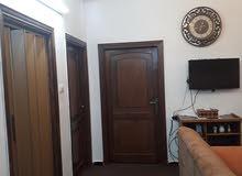 شقه مستقله للبيع  3غرف الصالون مفتوح عالمطبخ حمامات2 بلكونه عدد 2 خزان ارضي
