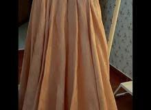 فستان خطوبه او ملكه مختصره ، قماشه تفته فرنسي منقوش من نفس القماش ، لونه خربزي