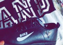 حذاء اسود اللون