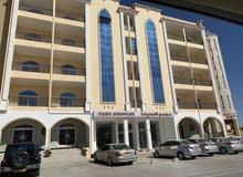 شقة فاخرة للبيع بمجمع الحديقة بصلالة 3غرف نوم أكبر شقة بالمجمع وبلكون بحري