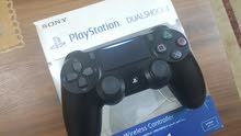 يد PS4 Pro وكالة شبه جديدة (مستخدمة اسبوع واحد فقط )