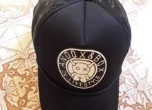 قبعه سوداء تم لبسها لمده اسبوع فقط