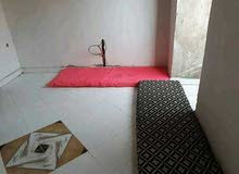 شقة للبيع في منطقة الدروة 56متر ونص فسطح جار واحد طابق التاني