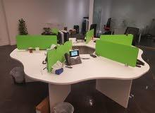 طاولات مكاتب نظيفة للبيع
