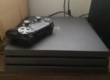 Playstation 4 Pro 4K 1TB  خاليه من المشاكل  السعر 98 دينار  مع قير ولعبه  بيعة