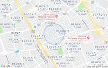للايجار شقة غرفة وصاله وحمام ومطبخ مساحه كبيره بحولي شارع موسي بن نصير مقابل مدر